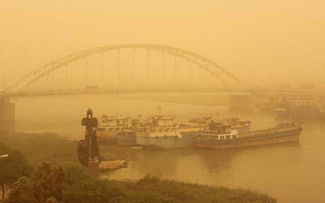 «۵۶ هزار هکتار از اراضی آبادان به کانون گرد و غبار تبدیل شدهاند»