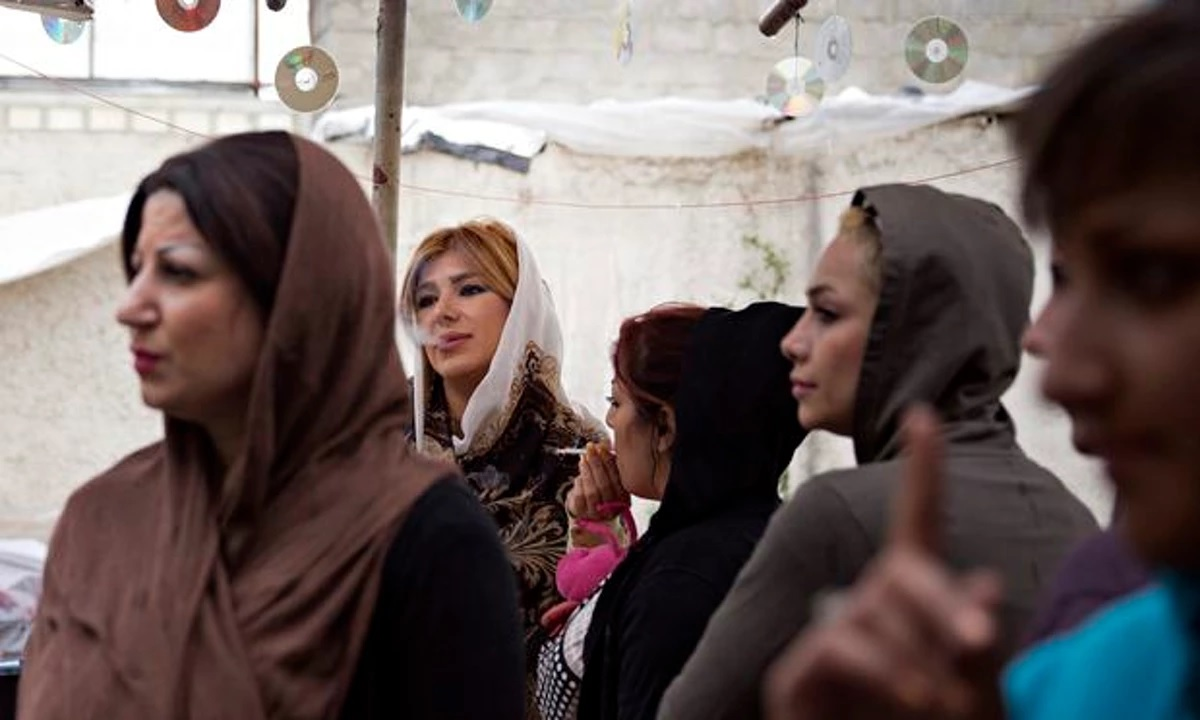 زنان کارتنخواب: زندگی در کمپهایی بدتر از زندان