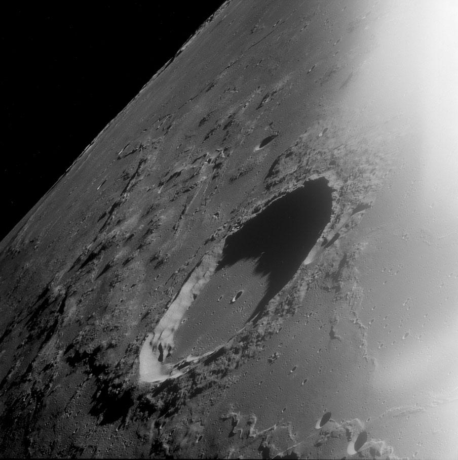 سقوط یک سنگ بزرگ آسمانی در اقیانوس اطلس