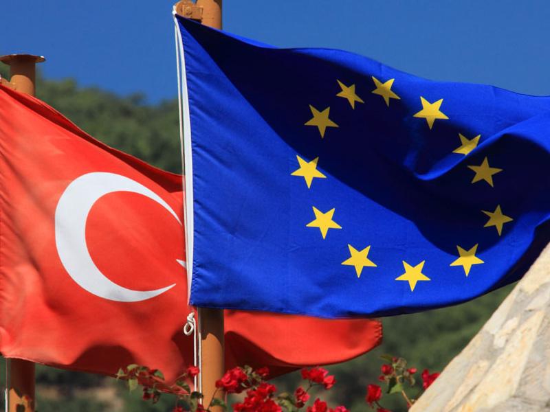 استقبال ترکیه از شروط اروپا برای سفر بدون ویزای شهروندان ترک