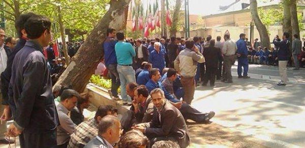 تجمع اعتراضی کارگران آبفای اهواز،الاحواز، ادامه دارد