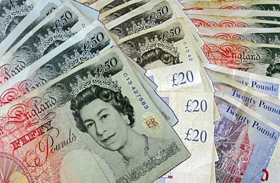 """چشمانداز اعتبار مالی بریتانیا """"متزلزل"""" شد"""