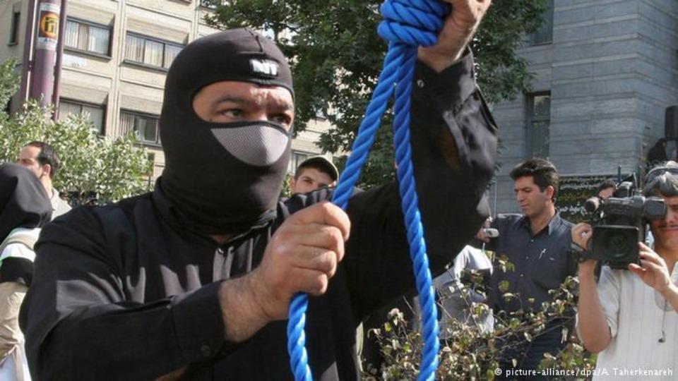 اعدام دو نفر در برابر دیدگان مردم مهرشهر کرج و سه نفر در زندان بیرجند