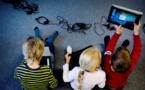 استفاده زیاد از تبلت و موبایل کودکان را دچار درد گردن میکند